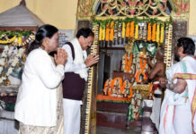 The Vice President, Shri M. Venkaiah Naidu visiting the hundred-year-old Andhra Bhakta Sree Rama Mandiram, after attending the celebrations of the 100 years of Jamshedpur City, in Jamshedpur on February 17, 2020.