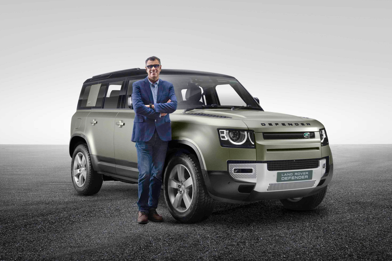 Rohit Suri, President & MD, JLRIL with the New Land Rover Defender copy