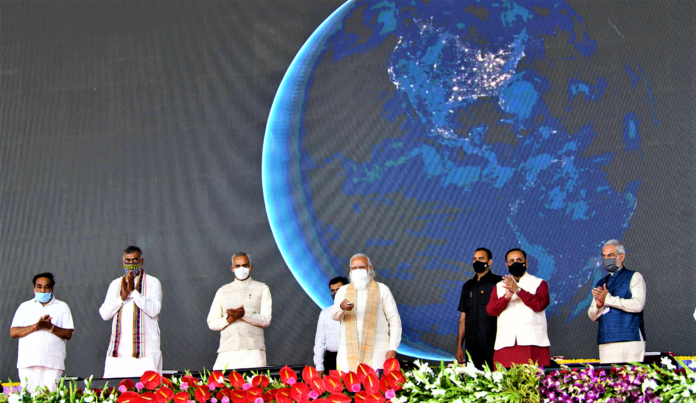 The Prime Minister, Shri Narendra Modi inaugurating the curtain raiser activities of the 'Azadi Ka Amrit Mahotsav' India@75, in Ahmedabad, Gujarat on March 12, 2021. The Governor of Gujarat, Shri Acharya Devvrat, the Chief Minister of Gujarat, Shri Vijay Rupani, the Minister of State for Culture and Tourism (Independent Charge), Shri Prahlad Singh Patel and other dignitaries are also seen.