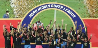 Mumbai City FC players celebarte win during the final of the 7th season of the Hero Indian Super League between Mumbai City FC and ATK Mohun Bagan held at the Fatorda Stadium, Goa, India on the 13th March 2021 Photo by Arjun Singh / Sportzpics for ISL