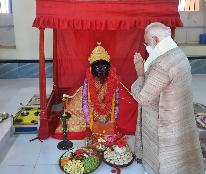 The Prime Minister, Shri Narendra Modi visits the Jeshoreshwari Kali Temple, in Satkhira, Bangladesh on March 27, 2021