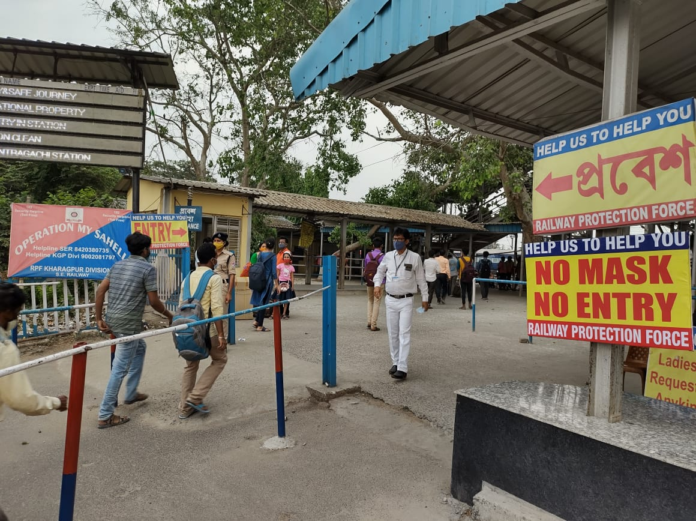 Passenger Awareness Campaign for adhering to Covid Appropriate Behaviour (CAB) conducted by South Eastern Railway at Santragachi Station