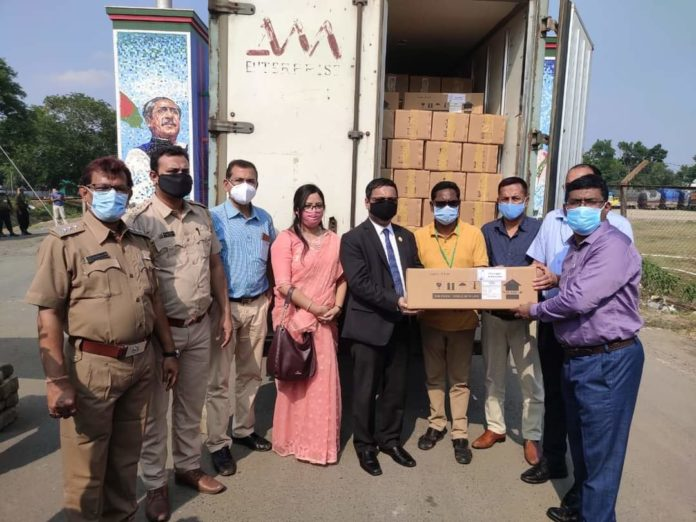 Bangladesh Deputy High Commissioner in Kolkata Mr. Toufique Hasan handed over 10,000 vials of Remdesivir injection to Indian officials today at Benapole-Petrapole border.