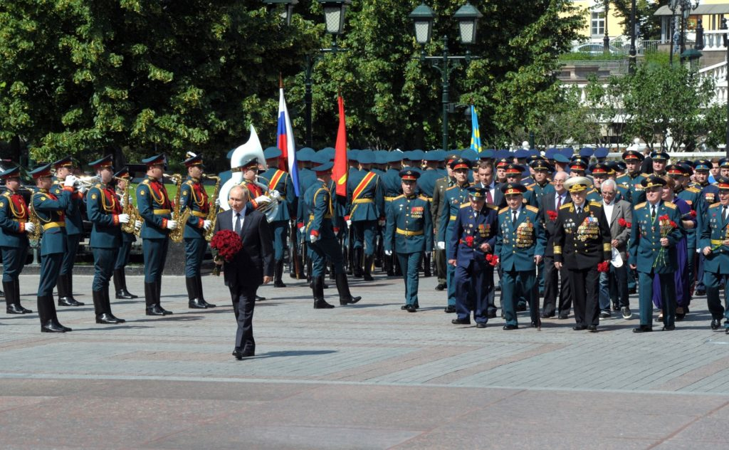 Laying flowers at the Tomb of the Unknown Soldier by President Vladimir Putin