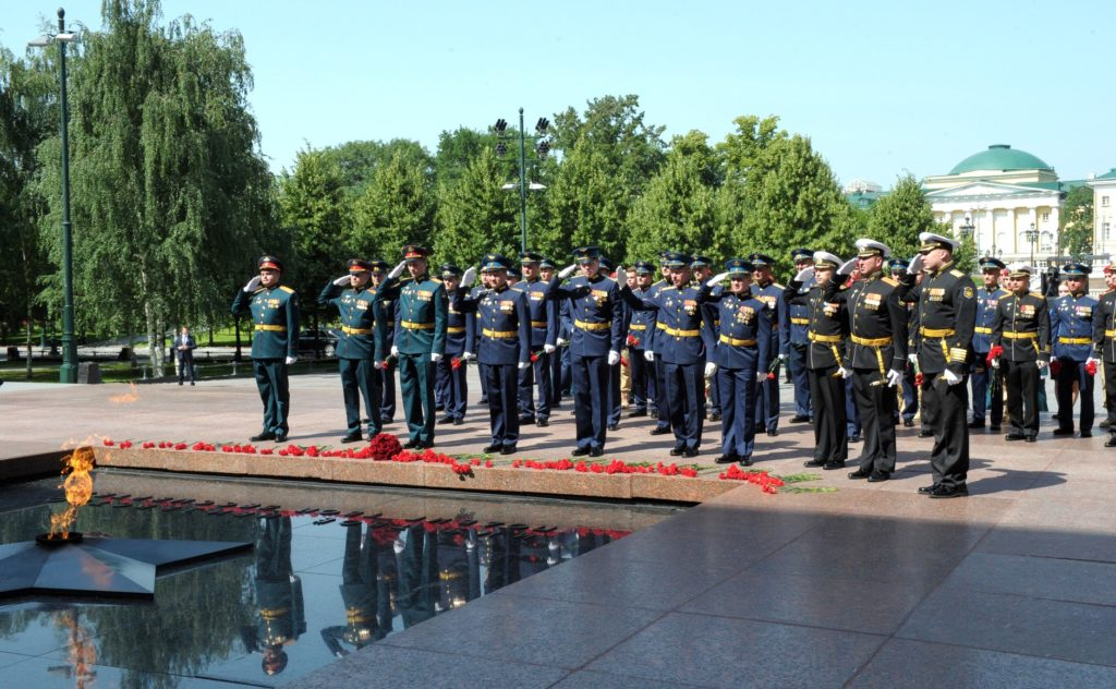 Officers of the Russian Armed Forces during the flower-laying ceremony at the Tomb of the Unknown Soldier.